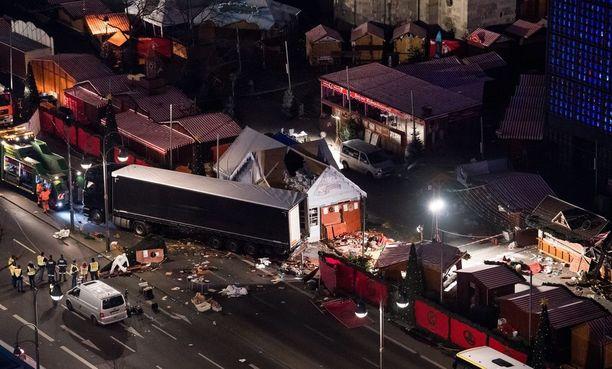 Terroristi kaahasi rekka-autolla joulutorille joulukuun 19. päivänä. Valeriya menetti iskussa vasta 44-vuotiaat äitinsä ja isänsä.