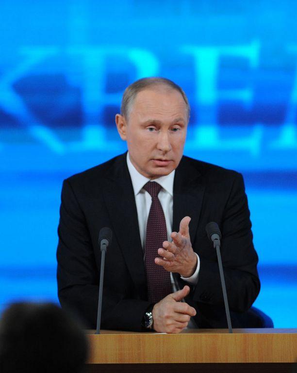 Tällaisenä olemme tottuneet Putinin näkemään. Kuva viime vuodelta.