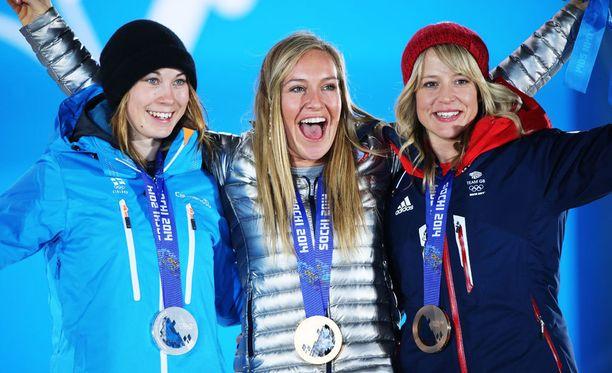 Sotshin olympialaisten mitalistit naisten slopestylessa: Enni Rukajärvi hopeaa, Jamie Anderson kultaa ja Jenny Jones pronssia.