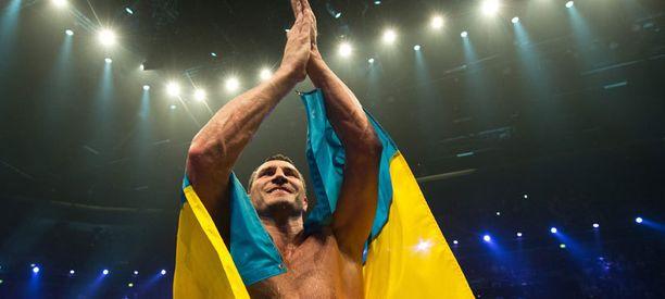 Vladimir Klitshko uusi tittelinsä näytöstyyliin.
