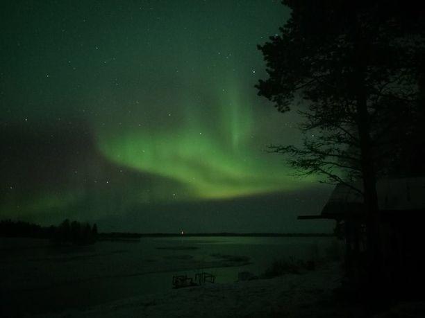 15-vuotias Toni Paksuniemi kuvasi revontulia Kittilän Könkäällä viime yönä.