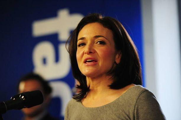 Sheryl Sandberg kertoo tunteneensa piston sydämessä, kun itkevä alle 1-vuotias poika haki tukea hoitajasta, ei äidistä.