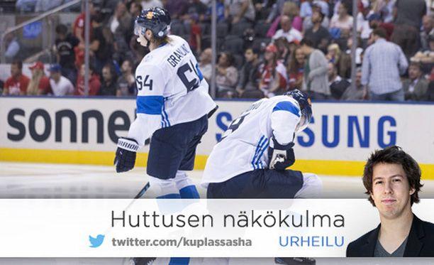 Mikael Granlund ja Mikko Koivu joutuivat pettymään. Koivu sai Venäjä-pelissä kiekon kipeästi jalkaansa.