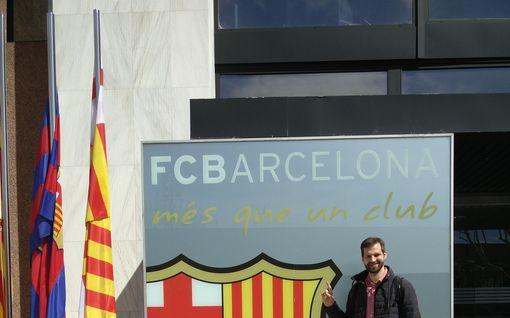 Näin FC Barcelona päätyi käyttämään suomalaista teknologiaa – yritys digitalisoi fläppitaulun
