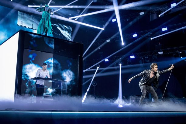 Daruden ja Sebastian Rejmanin kolmesta kappaleesta Look Away valittiin lauantai-iltana Suomen edustuskappaleeksi Euroviisuihin.