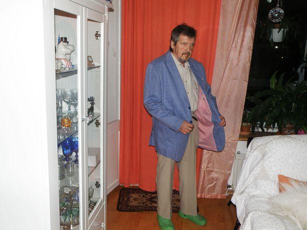 Vanhat vaatteet ovat jääneet Heikille isoiksi. Ei ihme, sillä painoa on pudonnut huimat 49 kiloa.