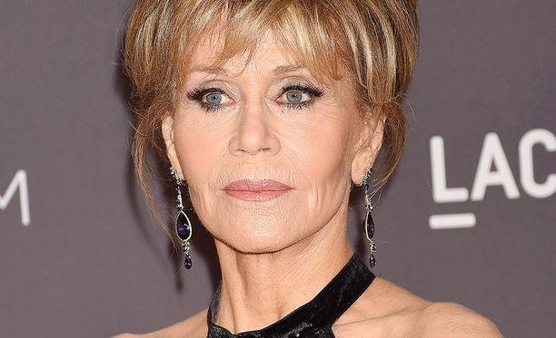 Jane Fonda, 80, pitää itsensä liikkeessä.