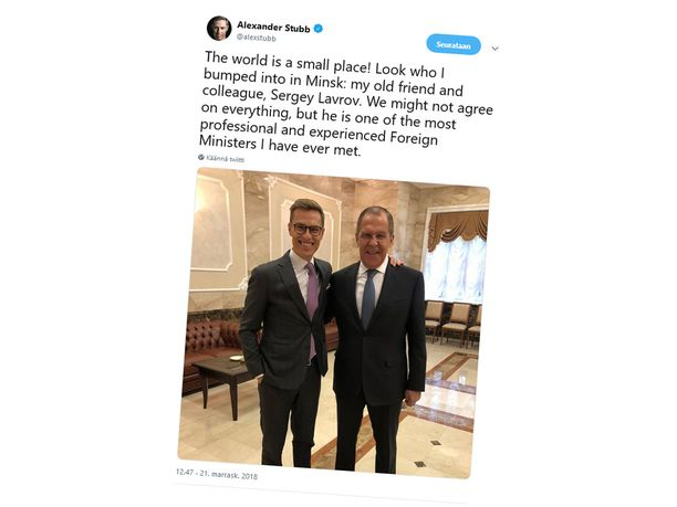 Suomen ex-ulkoministerin Alexander Stubbin (kok) ystäväselfietviitti Venäjän ulkoministerin Sergei Lavrovin kanssa on noteerattu ympäri Eurooppaa.