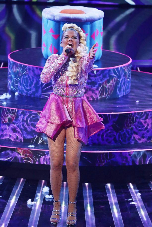 Sharon Osbournen mukaan Saara on lavalla fantastinen.
