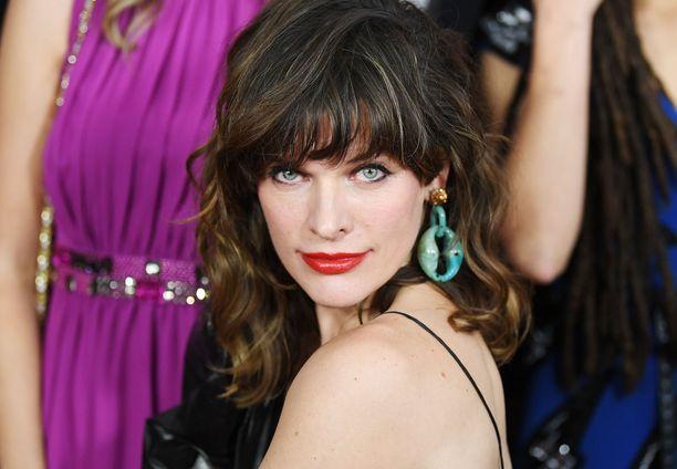 Milla Jovovich on ukrainalaissyntyinen huippumalli, näyttelijä ja laulaja.