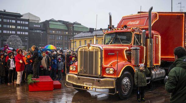 Joulurekka pysähtyi Helsingin Narinkkatorilla  joulukuun 8. päivä.