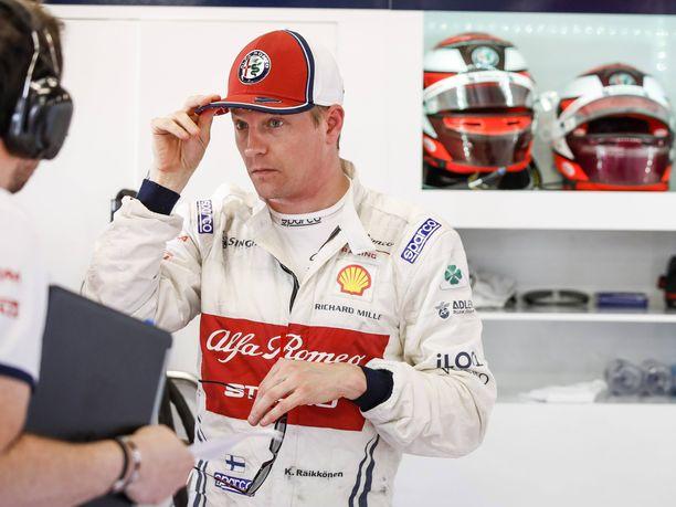 Kimi Räikkönen on noussut Bahrainissa palkintokorokkeelle kahdeksan kertaa, useammin kuin yksikään toinen F1-kuljettaja. Alfa Romeon ratissa palkintosijoitus vaatisi jo pientä ihmettä, mutta äärimmäisen tasaisessa keskikastissa riittää Räikköselle taisteltavaa.