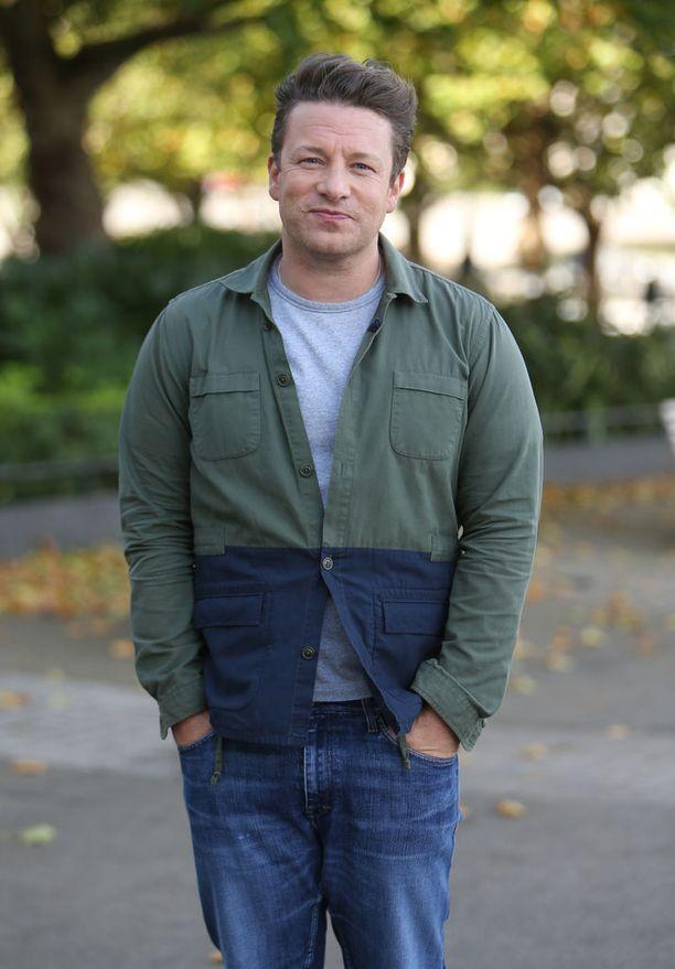 Huippukokki Jamie Oliverilla ja hänen vaimollaan Joolsilla on viisi lasta, joista Daisy on toiseksi vanhin.