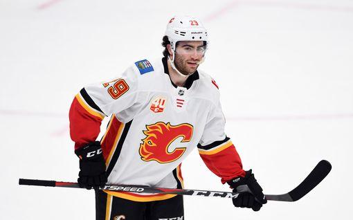 Winnipeg Jets laulukuoroon Calgary Flamesin käsittelyssä – joukkue täysin aseeton ilman Patrik Lainetta