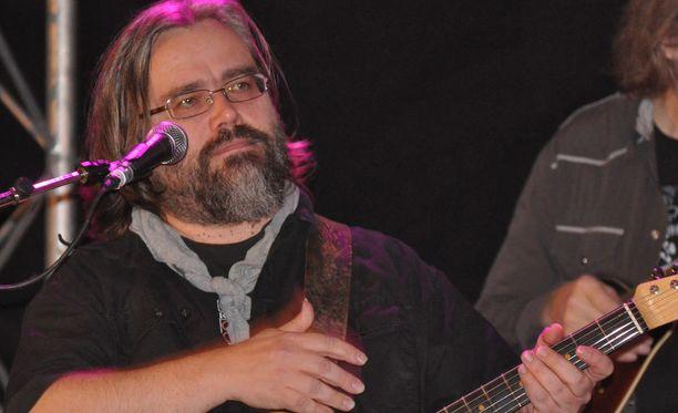 Esa Kaartamo, 56, tunnetaan muusikkona ja lauluntekijänä.