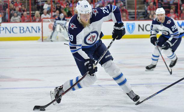 Patrik Laineen laukaus on jo käsite NHL:ssä. Tällä kaudella suomalaistähti on viimeistellyt 35 maalia.
