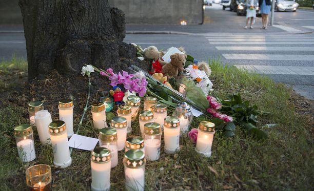 Pikkutyttö kuoli suojatieonnettomuudessa Helsingin Töölössä viime vuoden elokuussa.