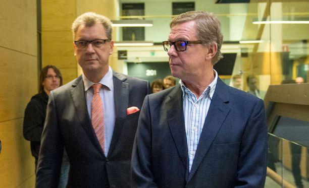 Kihlakunnansyyttäjä Harri Tiesmaa vaatii kohuliikemies Juha Kajolle ehdotonta vankeusrangaistusta.