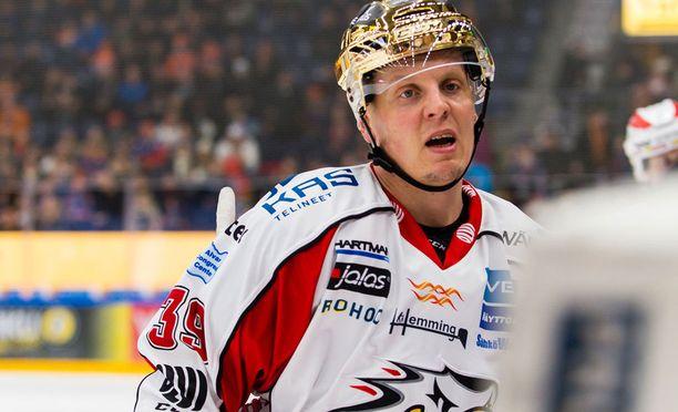 Ville Viitaluoma kantoi Sportissa kultakypärää viime kaudella.