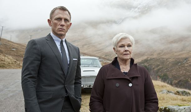 Judi Dench näytteli muutamissa filmeissä Daniel Craigin esittämän James Bondin pomoa M:ää.