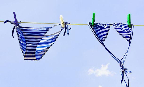 Uima-asut on hyvä kuivata ilmavasti, mutta pois auringonpaisteesta.