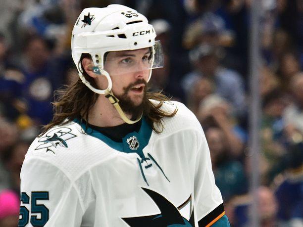 Erik Karlssonia ei todennäköisesti nähdä ensi kaudella San Josen paidassa.