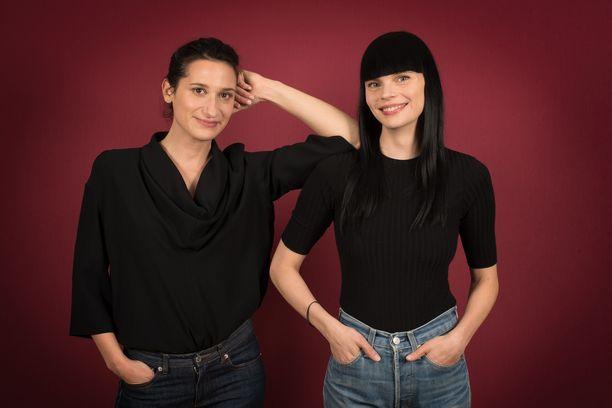 Pihla Hintikka (oik.) ja Elisa Rigoulet (vas.)