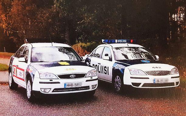 Erehdyttävästi oikealla olevaa oikeaa poliisiautoa näyttävällä Mondeolla ajeleminen täytti rikoksen tunnusmerkistön.