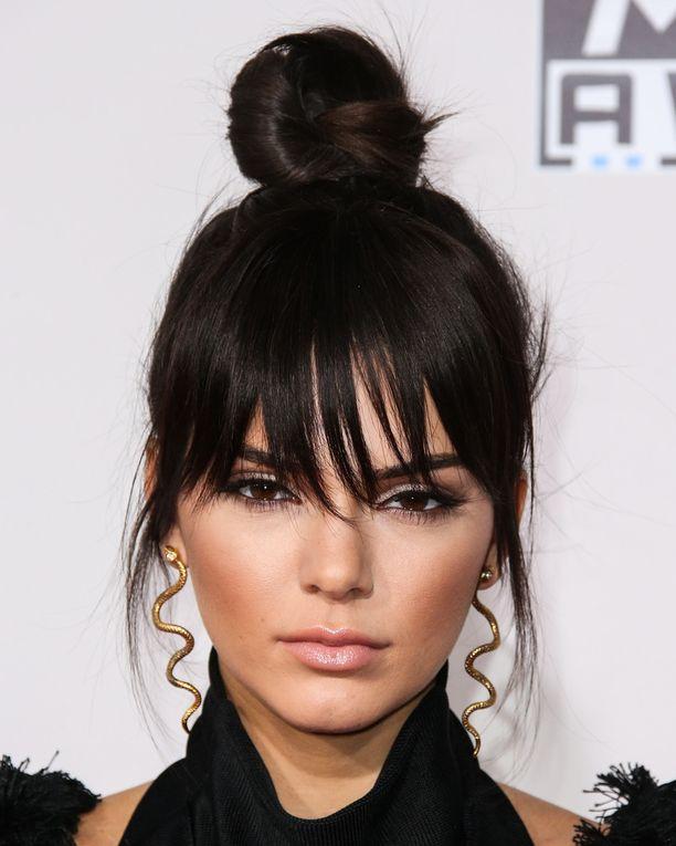 Kendall Jennerin top knot -kampauksen juju on feikkiotsiksessa.