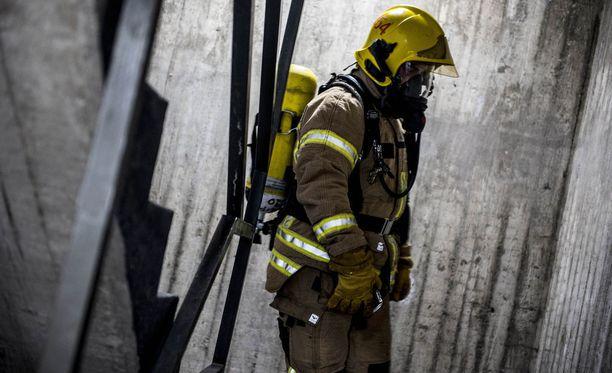 Suomalaisilla on kova luotto palomieheen.