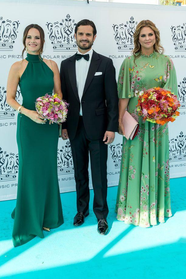 Prinsessa Sofia ja prinssi Carl Philip saivat seurakseen yksinäisen prinsessa Madeleinen.