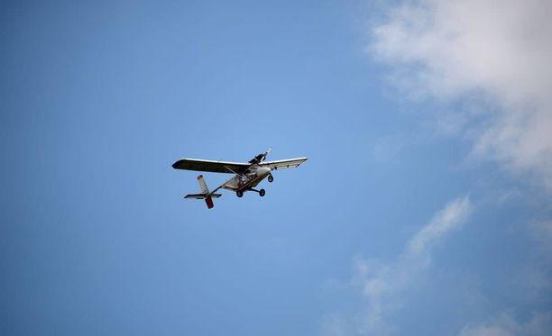 Ultrakevyessä lentokoneessa on yksi tai kaksi paikkaa. Kuvituskuva.