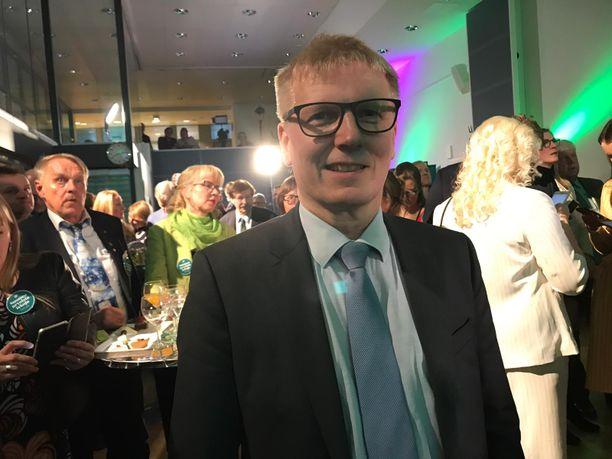 Kimmo Tiilikainen on nykyään valtiosihteeri. Kuukausipalkka pyörii 10 000 euron tienoilla.
