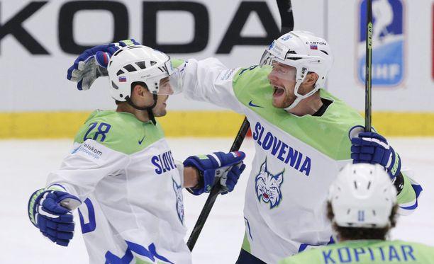 Slovenia on laittanut suuremmat koville Ostravassa. Kuvassa Ales Kranjc ja Jan Urbas.