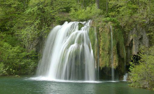 Keväällä Plitvicen metsien vihreys on kirkkainta.