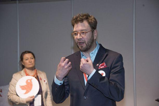 Timo Harakan mukaan puheenjohtajakilpailussa on kyse siitä, kuka vastaa parhaiten lähitulevaisuuden haasteisiin, vie Suomen 2020-luvulle ja hankkii voiton viisissä vaaleissa.