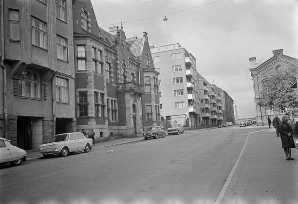 Linnamainen Svenska Klubben on salaperäisen Harmaan rouvan kummittelumaastoa.