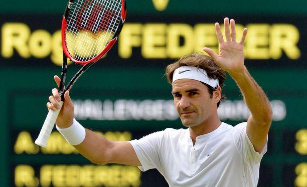 Roger Federer marssi Wimbledonin finaaliin.