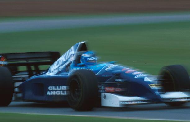 Nokian logot koristivat Tyrrellin F1-autoa kaudella 1995.
