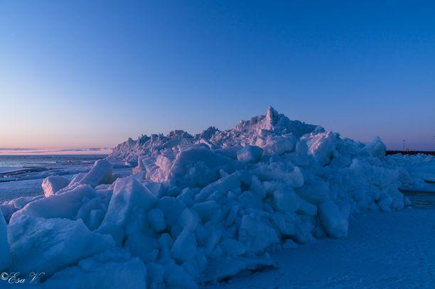 Esa Väänänen arvioi jääkasojen korkeudeksi jopa 15 metriä.