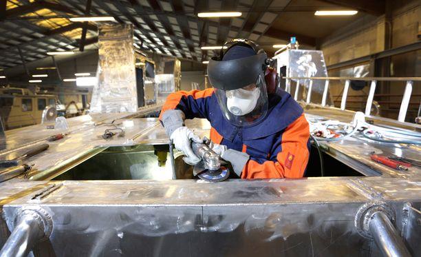 Laivatilaukset hinasivat teollisuuden uudet tilaukset kasvuun elokuussa.