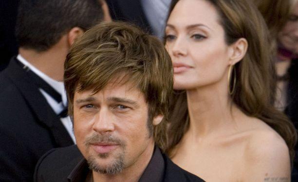 Brad Pittin ja Angelina Jolien ero venyy ja paukkuu.