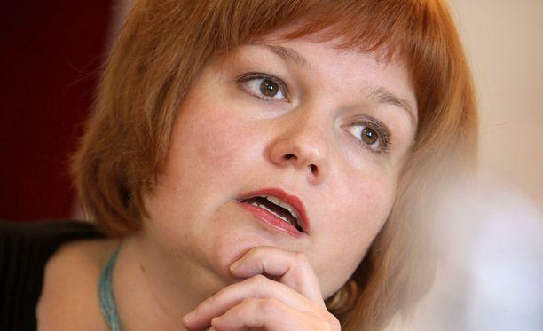 Asuntoministeri Krista Kiurun mukaan kaupunkilähiöiden kehitykseen on satsattava nykyistä enemmän.