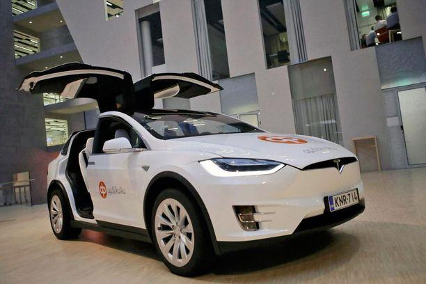 Tesla on kallis ajopeli, mutta entäpä jo sen liisaisi pariksi vuodeksi noin 1 500 euron kuukausihinnalla: sisältää kaikki kulut.