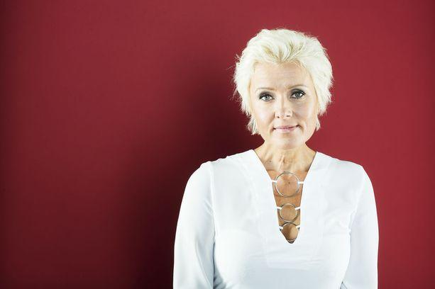 Iltalehdelle Hanna-Riikka kuvattiin studiokuvauksissa viimeisen kerran vuonna 2015.