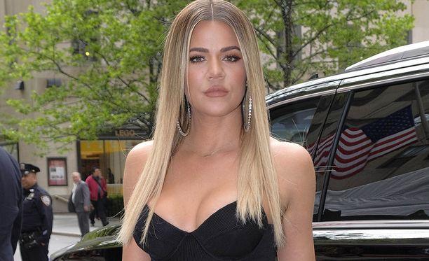 Khloé Kardashian on Kim Kardashianin pikkusisko.