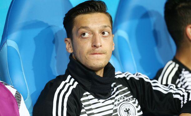 Mesut Özil pelasi 92 A-maaottelua Saksan paidassa.