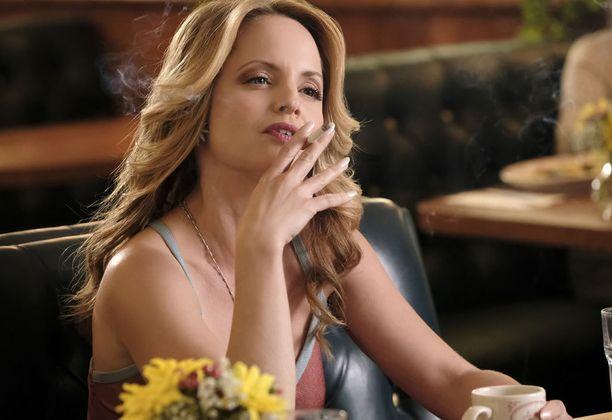 Mena Suvari esittää American Womanissa Bonnien ystävää.