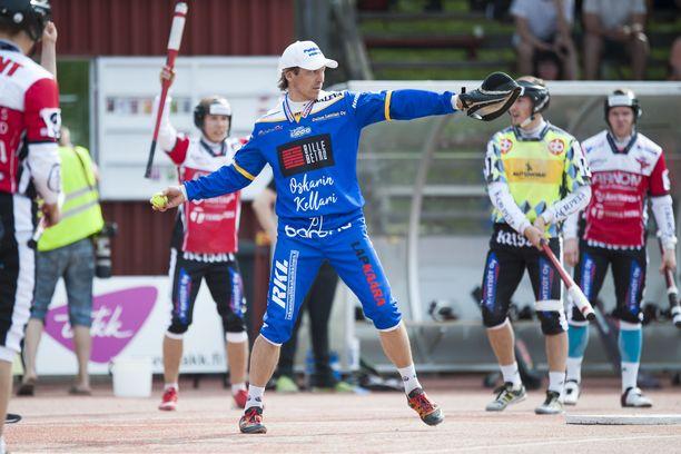 Toni Kohonen on urallaan voittanut muun muassa 10 SM-kultaa. Hän on pelannut ennätykselliset 22 kertaa arvo-ottelussa Itä–Länsi.