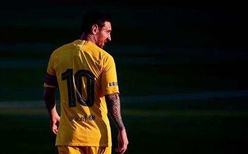 Barcelonan paitaan palannut Lionel Messi nousi maailman kovatuloisimmaksi jalkapalloilijaksi – rikkoi maagisen miljardin rajan